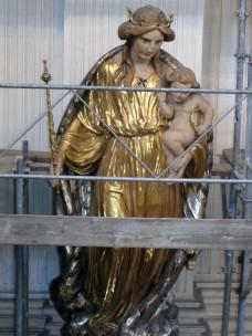 Statue<br />Regina Pacis